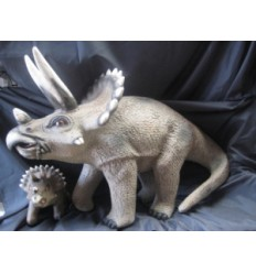 TRICERATOPS 2 FT HEIGHT