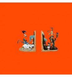 COYOTE AND ROADRUNNER IN BOOKENDS