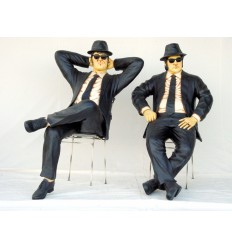 THE BLUES BROTHERS SENTADOS