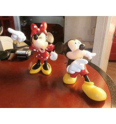 MICKEY Y MINNIE DISCUTIENDO