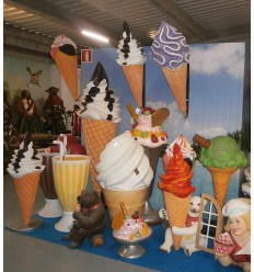 WALL ICE CREAM CONES
